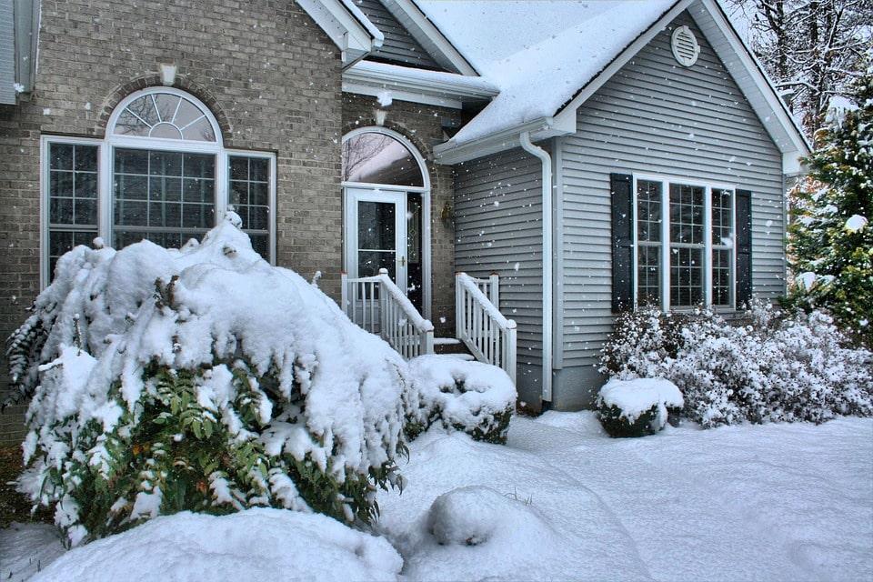 porte extérieure neige