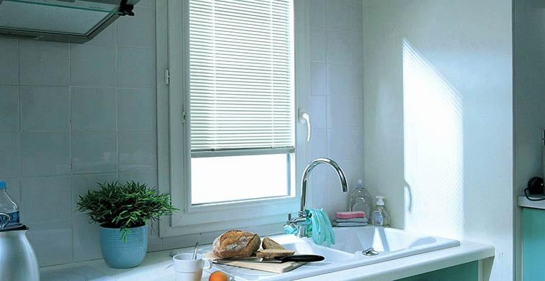 petite fenêtre dans cuisine