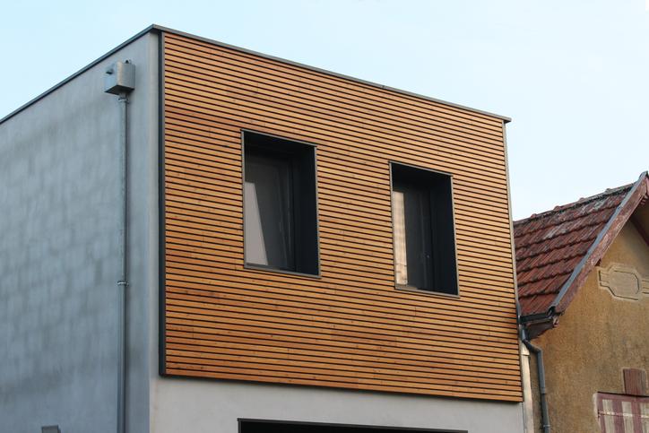 Bardage bois : Prix, aspect et durabilité de l'isolation par l'extérieur