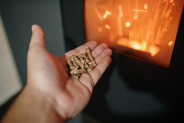 Poêle à pellets : Guide des prix et de choix complet